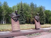 Парк Победы (бюсты генералам Шаймуратову и Кусимову)