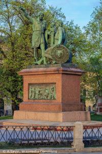 Памятник Д. Пожарскому и К. Минину в Москве